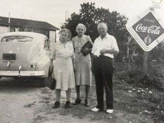 Vtg Photo Man Two Women Road Trip Coca Cola Advertising Sign Gulf Gas Station S5
