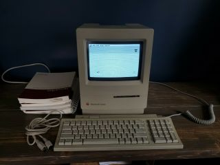 Vintage Apple Macintosh Classic Computer (m0420) W/ Keyboard & Manuals