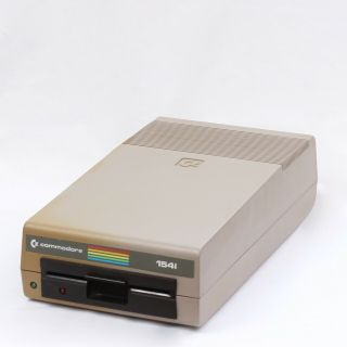 """Commodore Vic - 1541 5.  25"""" External Floppy Disk Drive Unit 1541"""