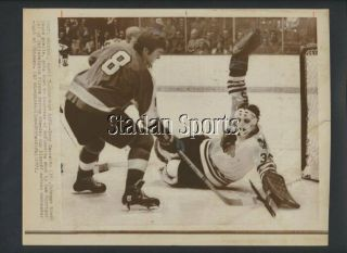 Chicago Bh Esposito 1971 Flyers Morrison Stanley Cup P/o Hockey Photo