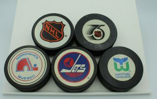 Vtg 30 Nhl Hockey Pucks Official Game North Stars Whalers Nordiques 75th Shield