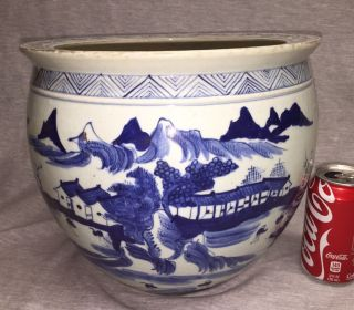 A Large Chinese Export Porcelain Fish Bowl Jardiniere 清代青花瓷器画缸