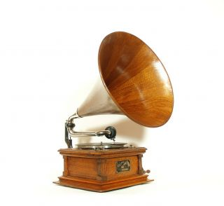 1904 Victor E Phonograph w/Matching Wood Horn & Stunning 2