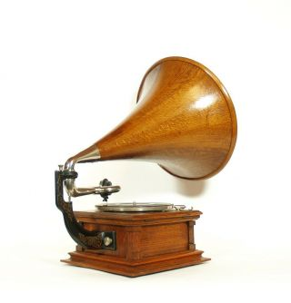 1904 Victor E Phonograph w/Matching Wood Horn & Stunning 3